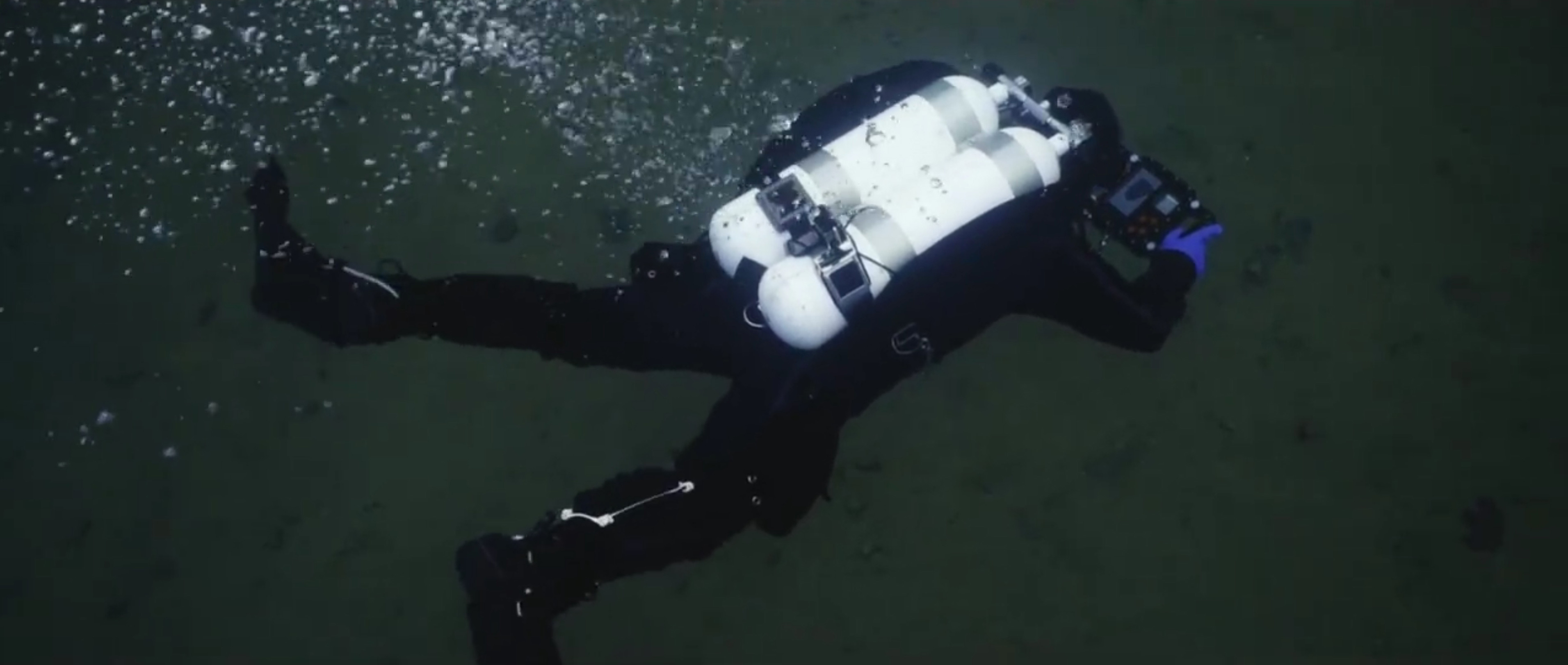 Diving with uw navigation system